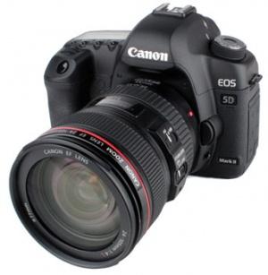 عکاسی خبریاستفاده از دوربین دیجیتال در بین عکاسان آماتور و حرفهای هر دو رواج  یافتهاست. آماتورها به خاطر سهولت استفاده و کم شدن هزینهها به دلیل عدم  نیاز به فیلم از ...